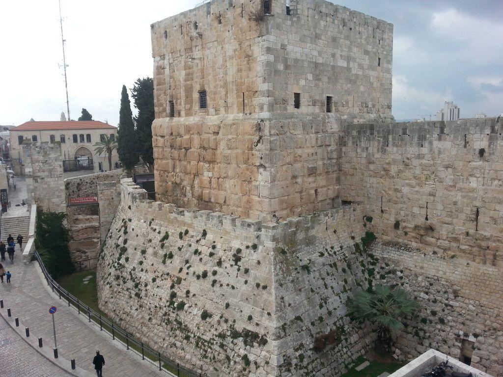 מגדל דוד במלוא הדרו מגג מלון פטרה