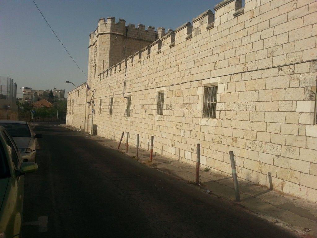 החומה סביב למתחם קולג' סנט ג'ורג'