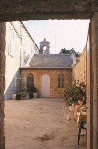 פינה במנזר
