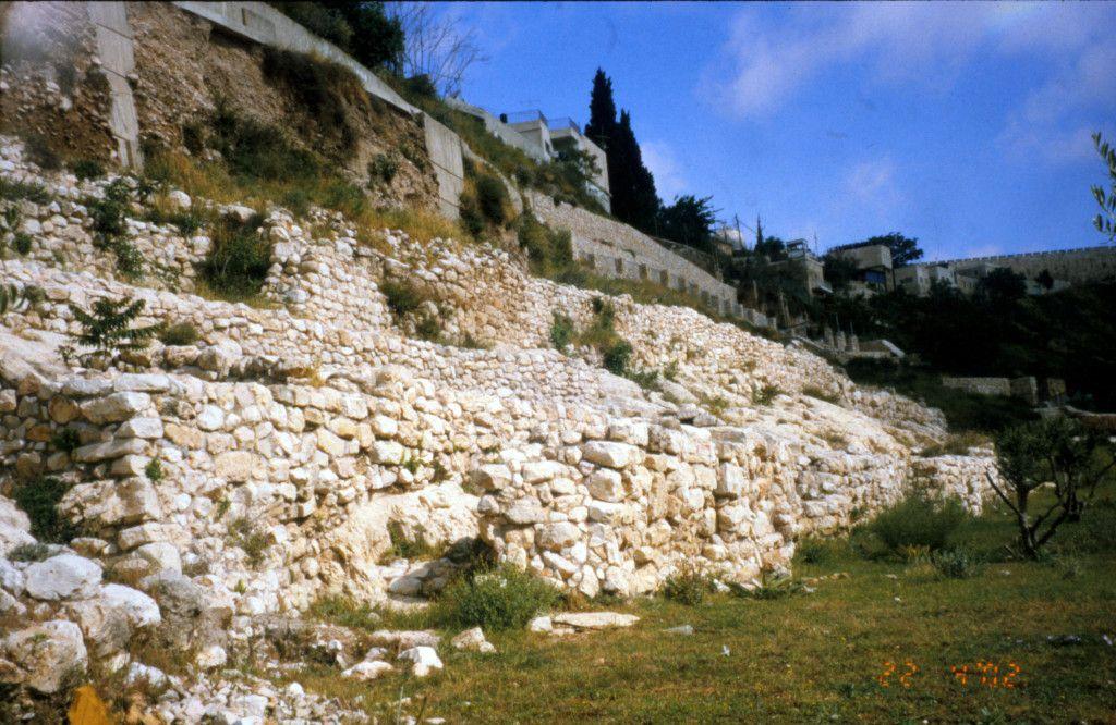 שרידי החומה היבוסית ששימשה גם בימי בית ראשון