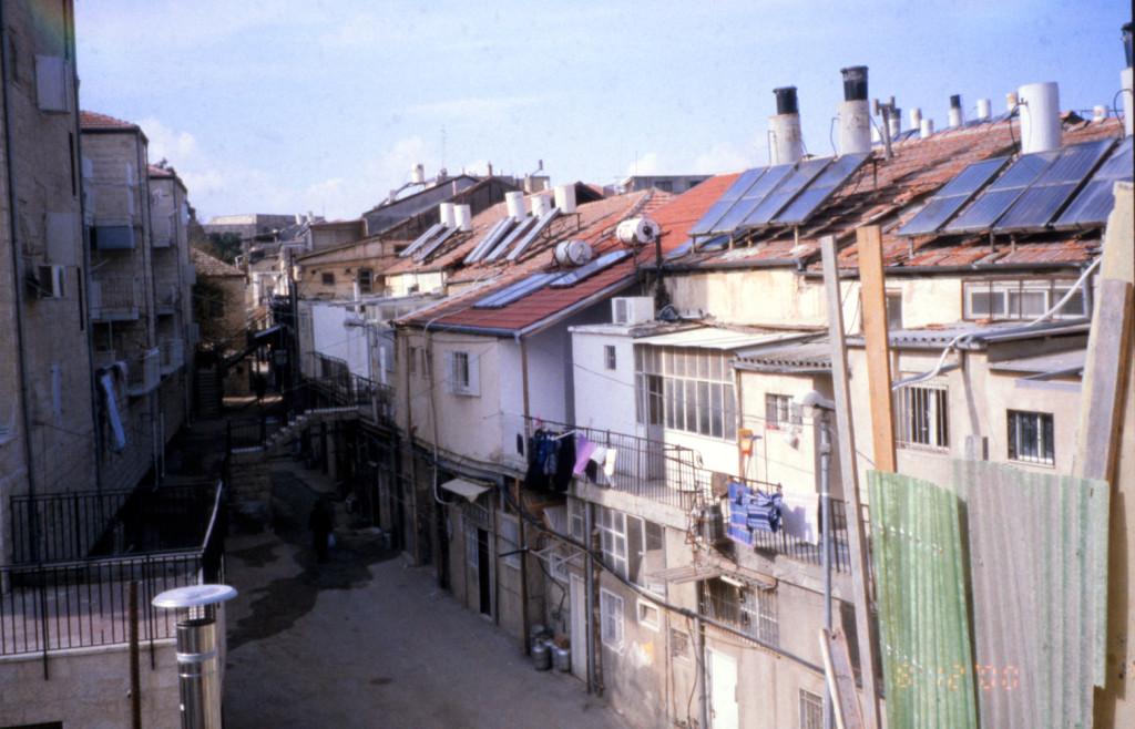 השכונה מצידה הפנימי