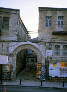 """שער הכניסה ל""""בתי ורשה"""""""
