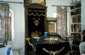בית הכנסת בשכונה לפני השיפוץ