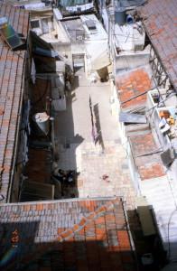 השכונה לפני השיפוץ . מבט מבפנים