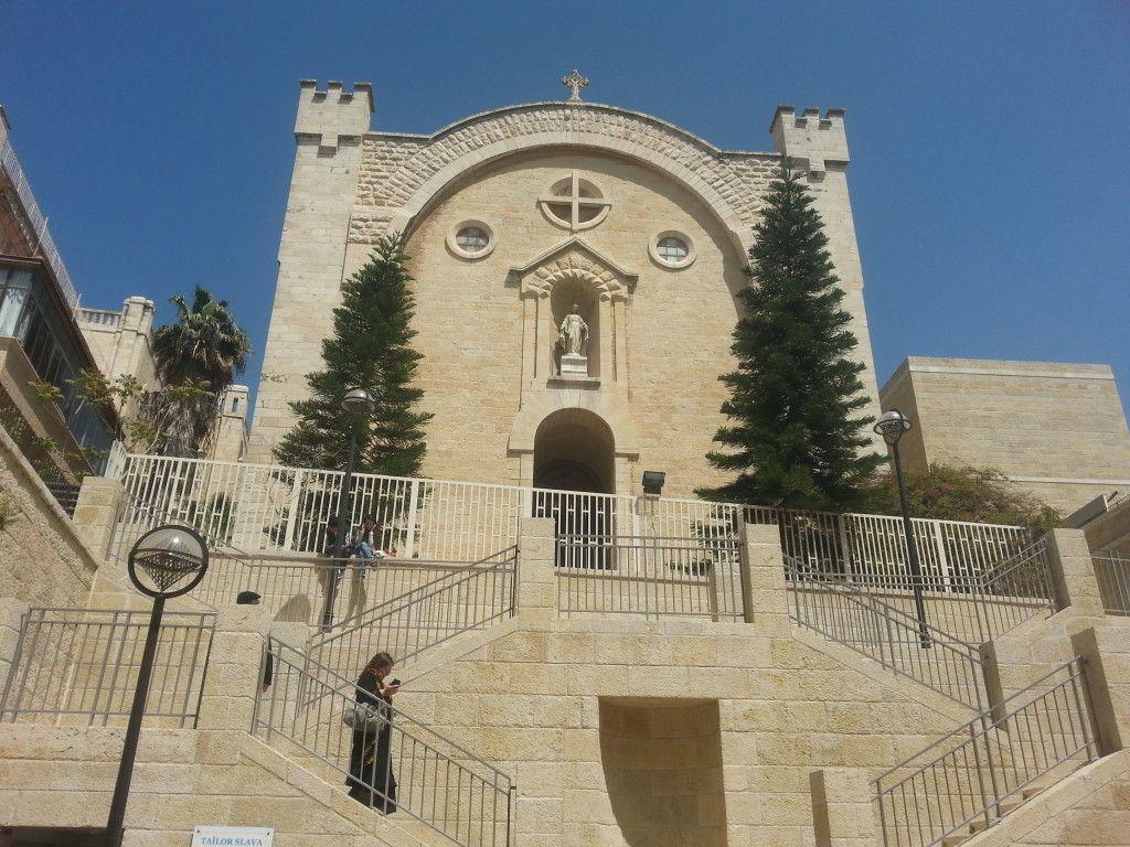 חזית הכנסיה