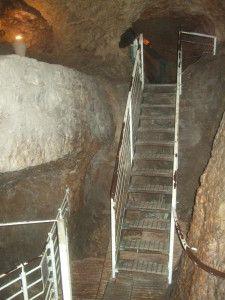 הפיר ומעליו המנהרה הממשיכה אל הבריכה הכנענית