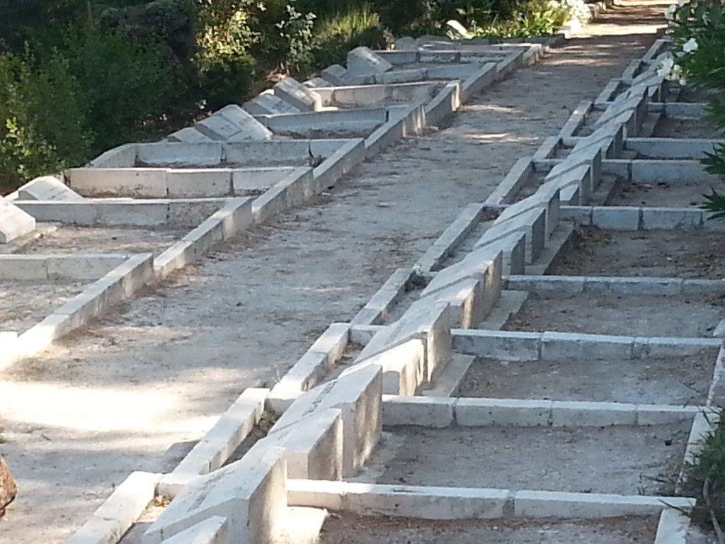 """בית הקברות של ה""""אמריקן קולוני"""" בהר הצופים"""