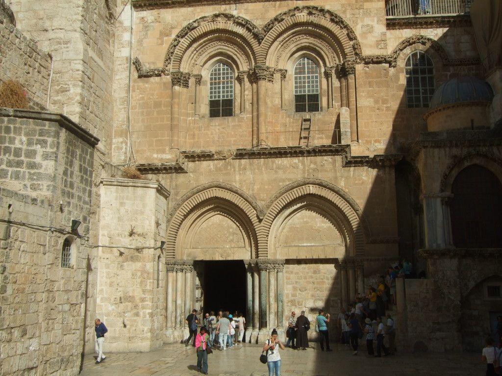 חזית כנסית הקבר ברובע הנוצרי