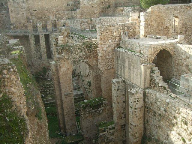 שרידי כנסית הפרובטיקה ליד שער האריות
