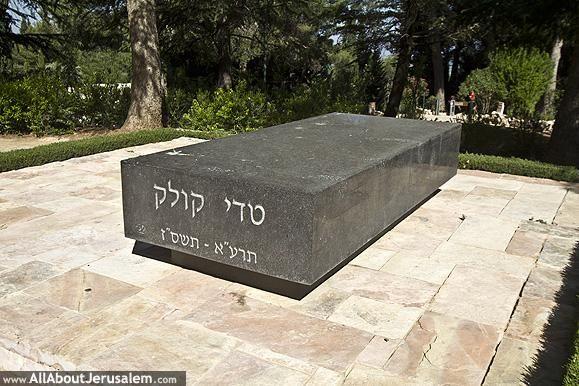קברו של טדי קולק בהר הרצל