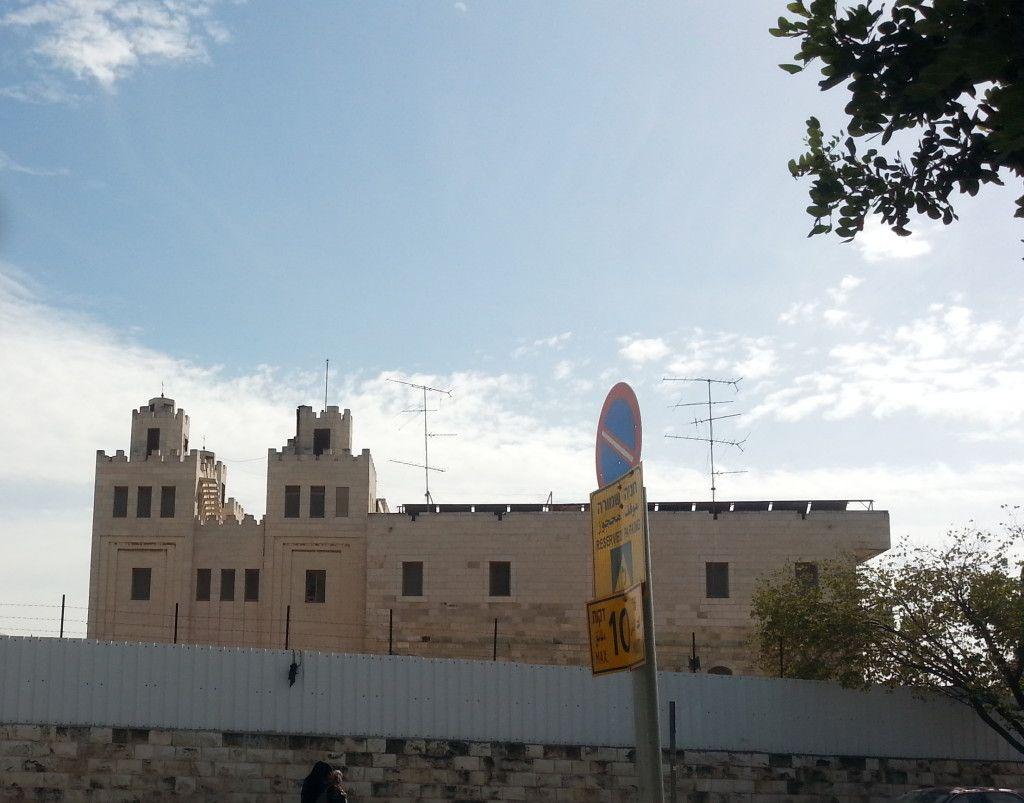 מבנה המרכז הסורי קתולי בירושלים מצפון לשער שכם